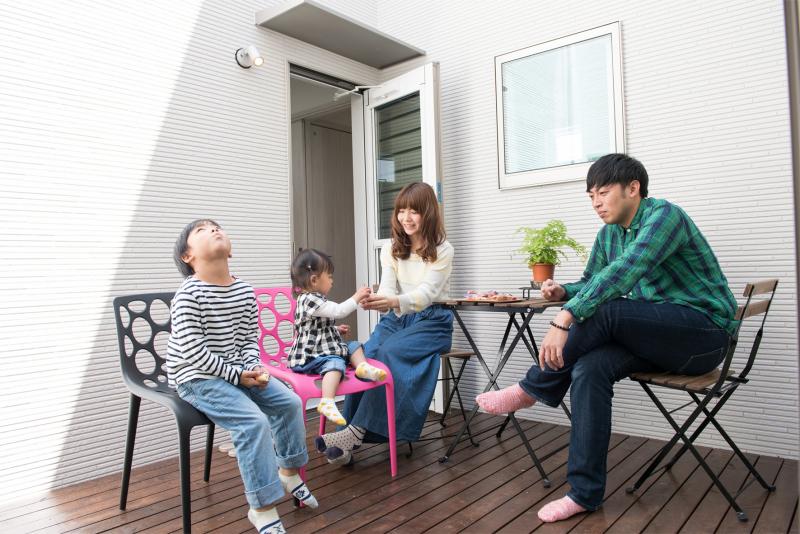 家の真ん中に家族だけのプライベート空間。暖かい日差しが差し込みます。